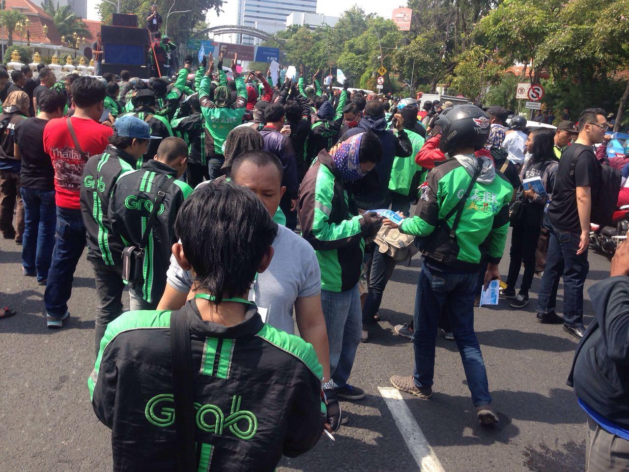 Ratusan Pengemudi Online Demonstrasi