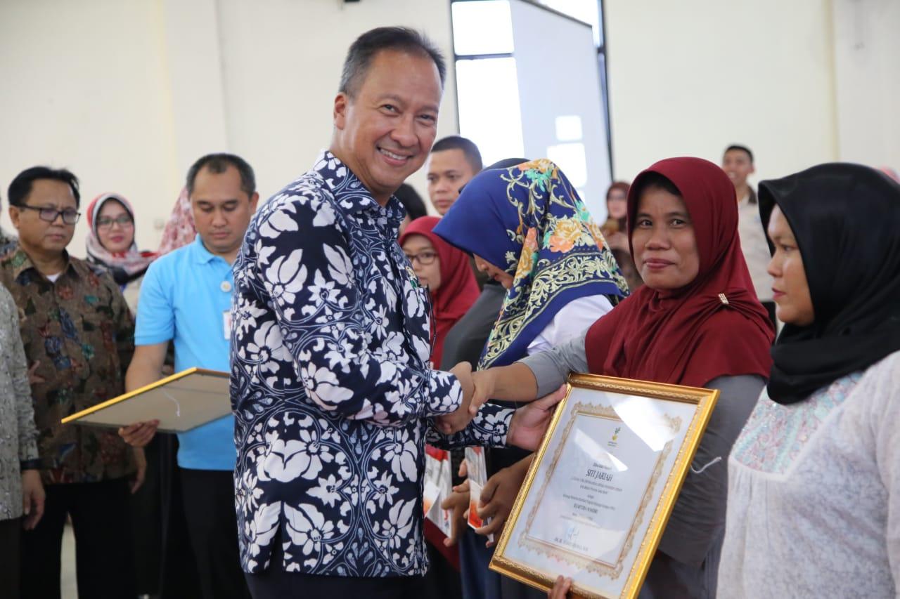 Mensos Apresiasi KPM PKH Graduasi Sejahtera Mandiri di Bekasi