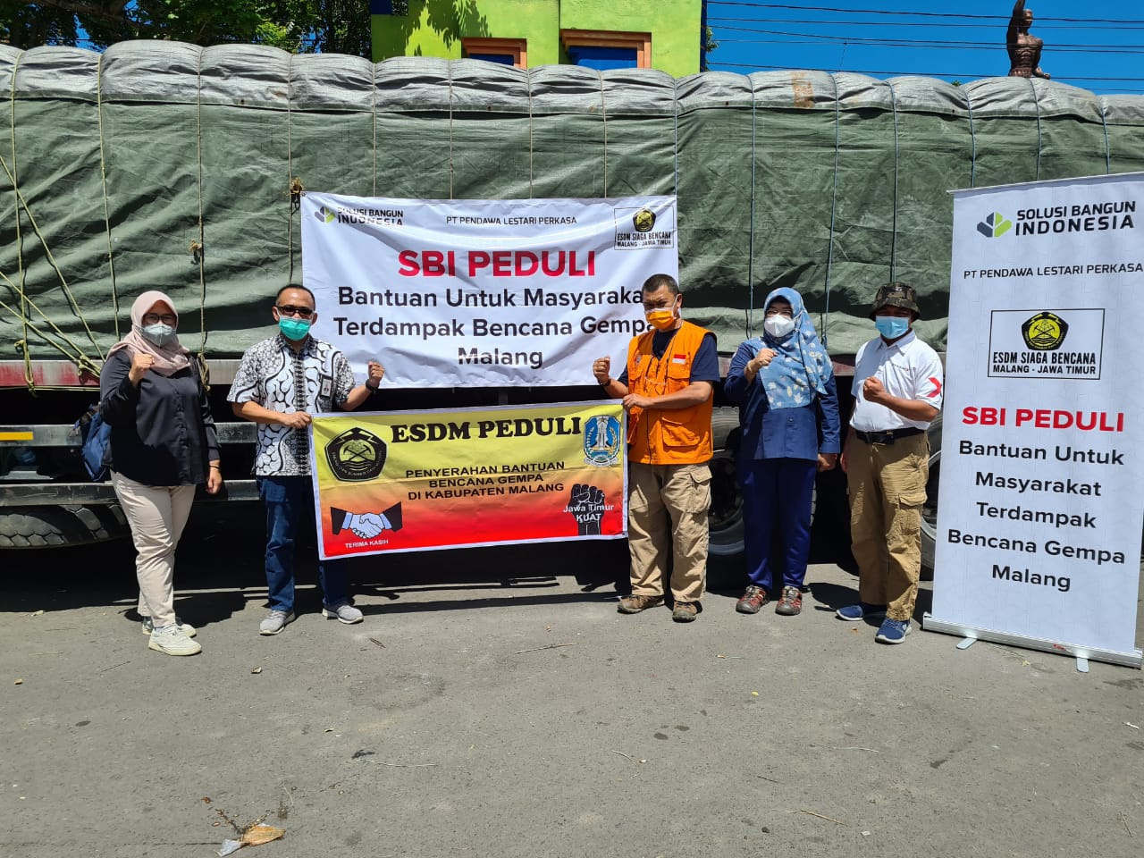 SBI Salurkan Bantuan 1500 Sak Semen Korban Bencana Gempa Malang dan Lumajang