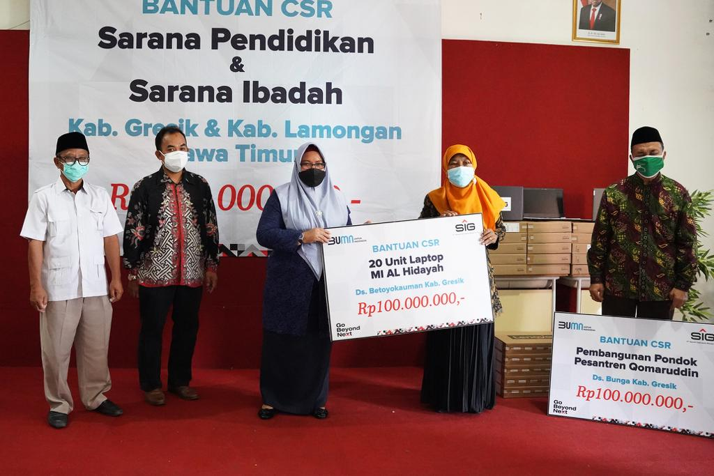 SIG Peduli Salurkan Bantuan 30 Laptop dan Pembangunan Sarana Ibadah